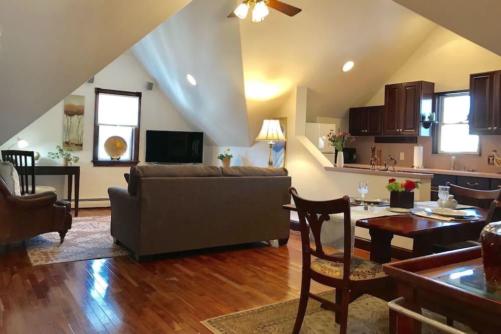Premier Suite, 1 King Bed - Living Area