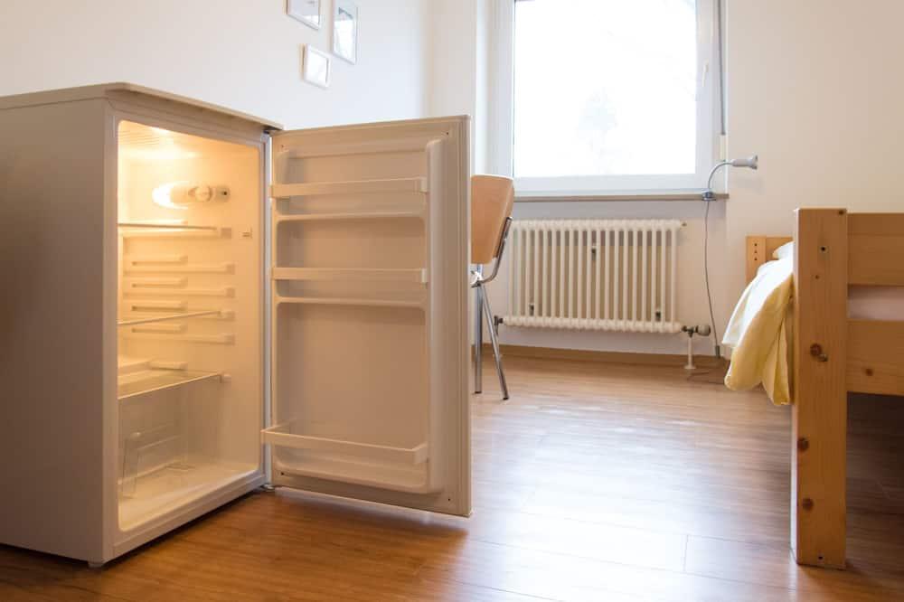 Yhden hengen huone, Jaettu kylpyhuone - Minijääkaappi