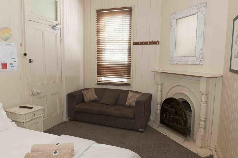 Kamer, 1 queensize bed, gemeenschappelijke badkamer - Woonruimte