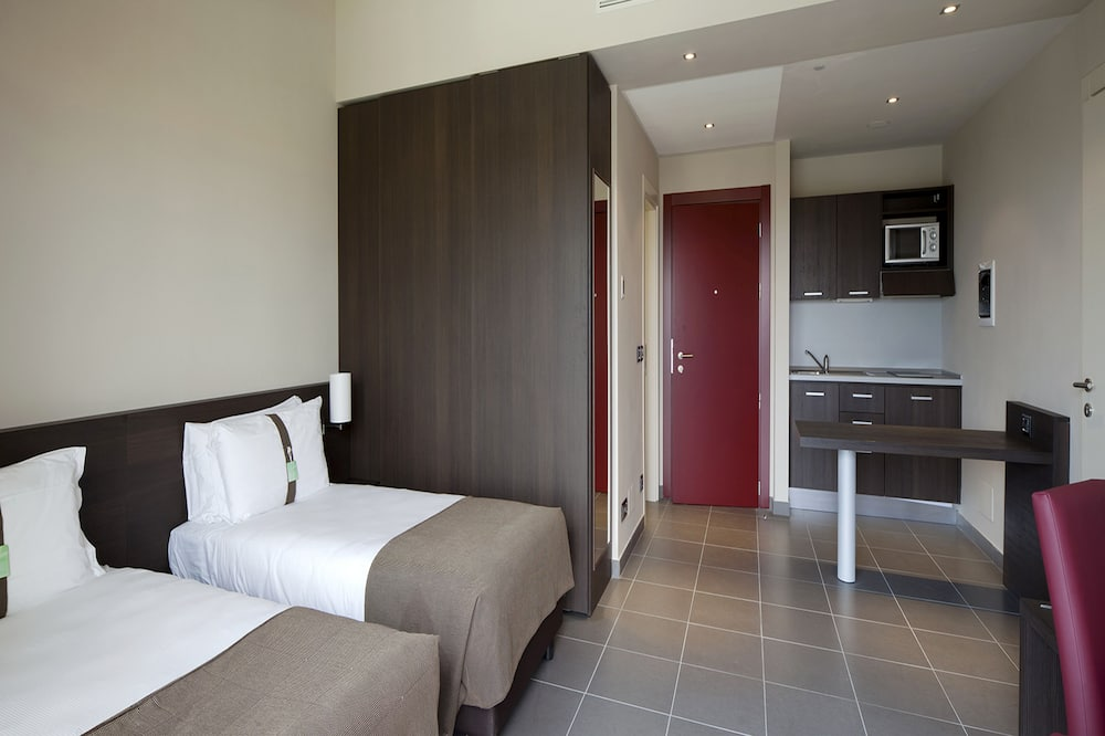 Habitación ejecutiva con 1 cama doble o 2 individuales, cocina básica - Sala de estar
