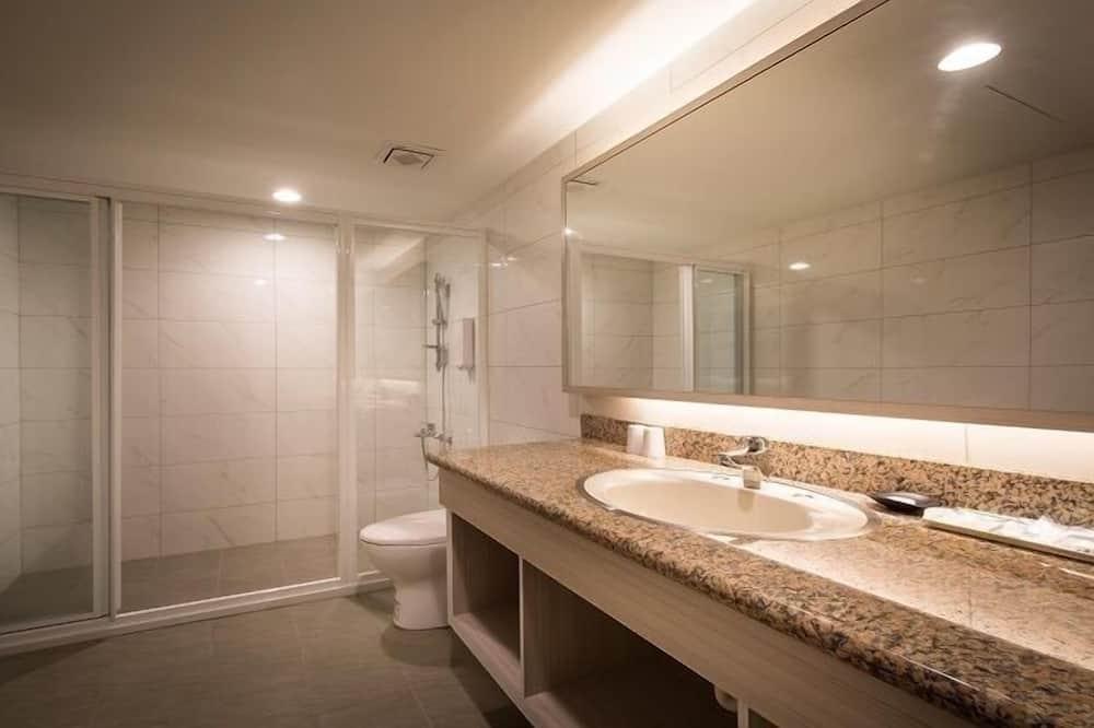 Familieværelse til 4 personer - 2 dobbeltsenge - ikke-ryger - Badeværelse