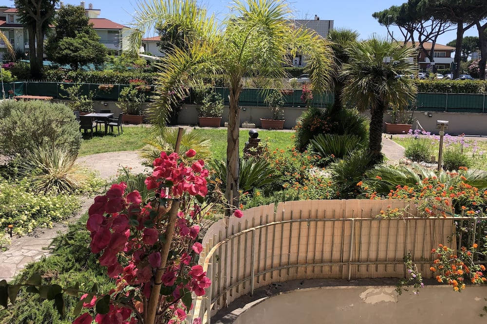 Superior Double Room, 1 Queen Bed, Garden View, Garden Area - Garden View