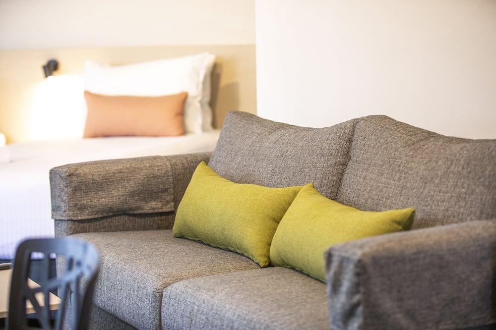 Standard Studio, Multiple Beds - Living Area