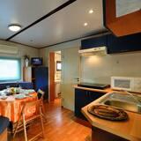 Maxi Caravan Luxury, Beach Service Included - Obývačka