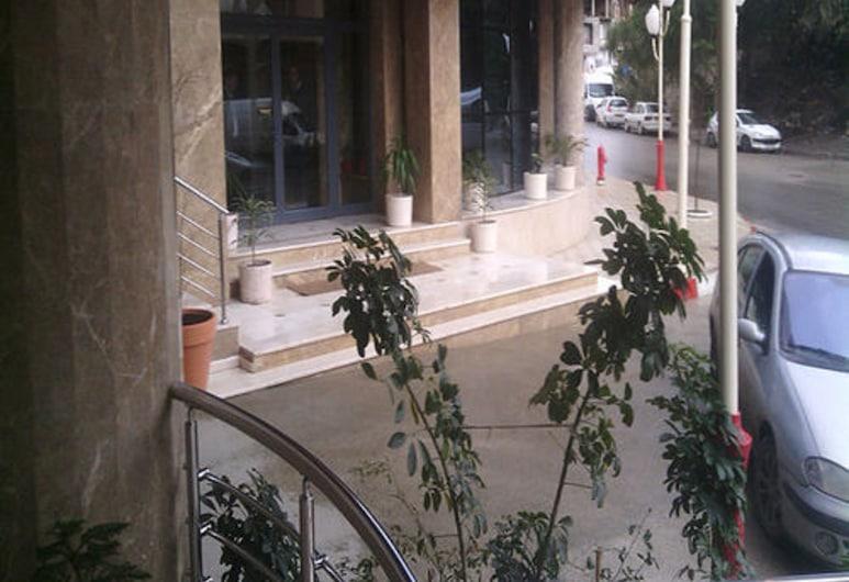 水晶飯店, 貝賈亞, 飯店入口