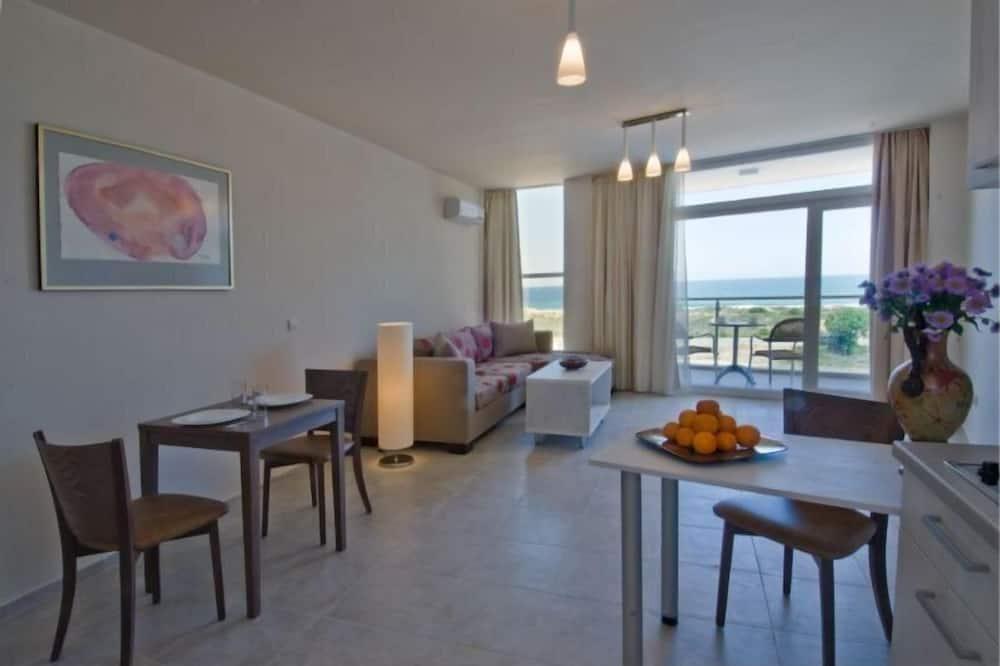 Basic Suite, 1 Bedroom, Accessible, Beach View - Ruang Tamu