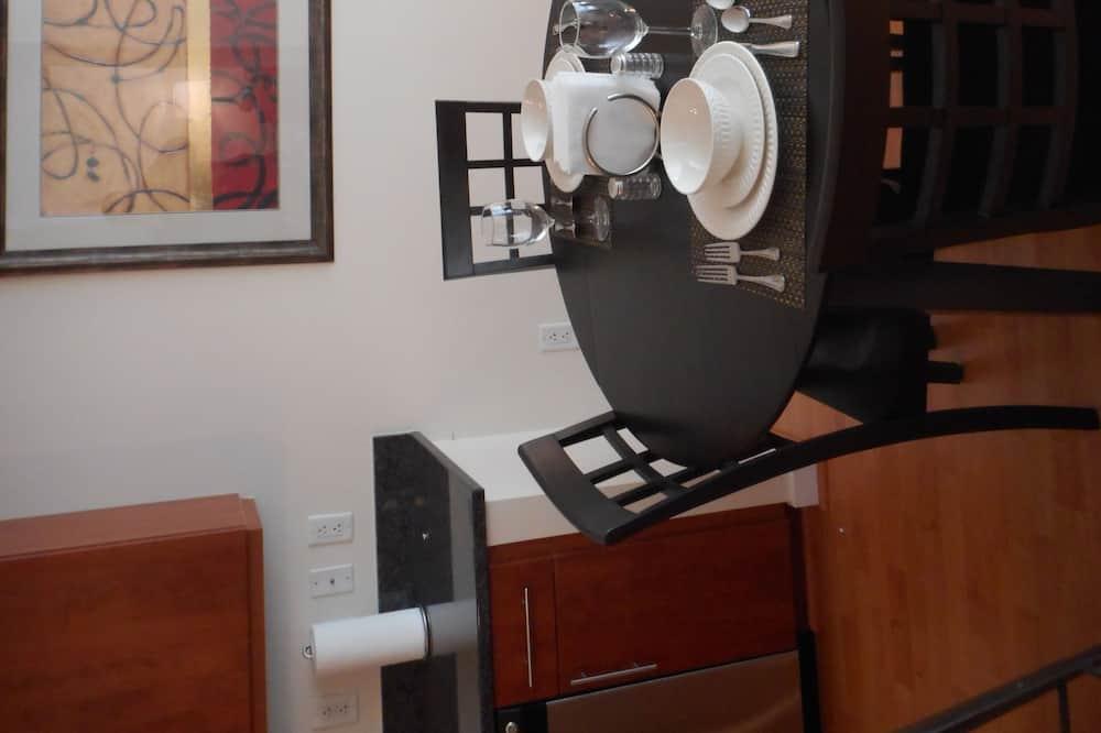 Premier Apartment, 1 Bedroom - In-Room Dining