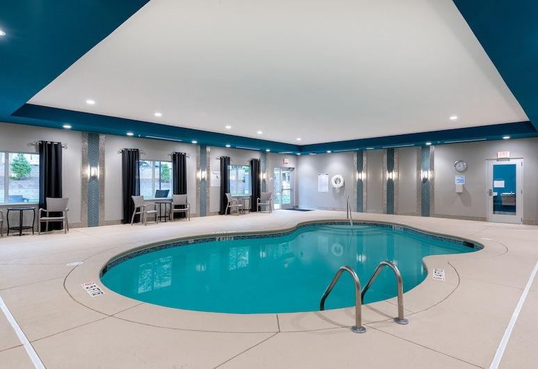 Holiday Inn Express & Suites Charlotte Airport, an IHG Hotel, Charlotte, Pool