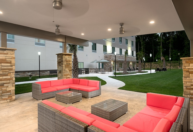 Holiday Inn Express & Suites Charlotte Airport, Charlotte, Terrace/Patio