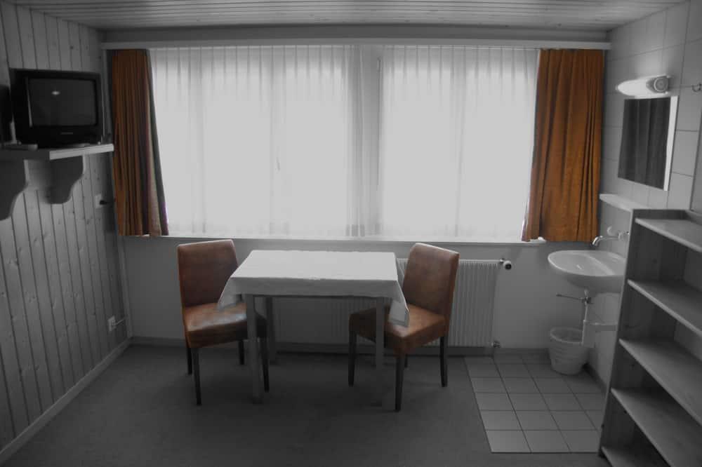 雙人房, 共用浴室 - 客房內用餐