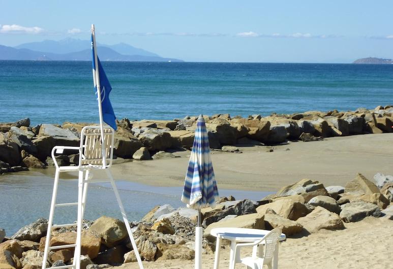 Baia Etrusca, Piombino, Beach