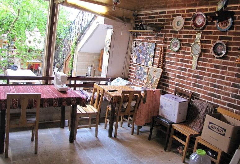 Ali Baba's Guesthouse, Selçuk, Royal Üç Kişilik Oda, 1 Yatak Odası, Sigara İçilmez, Bahçe Manzaralı, Oturma Alanı