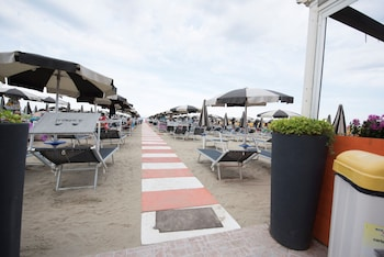 Enter your dates to get the Cesenatico hotel deal