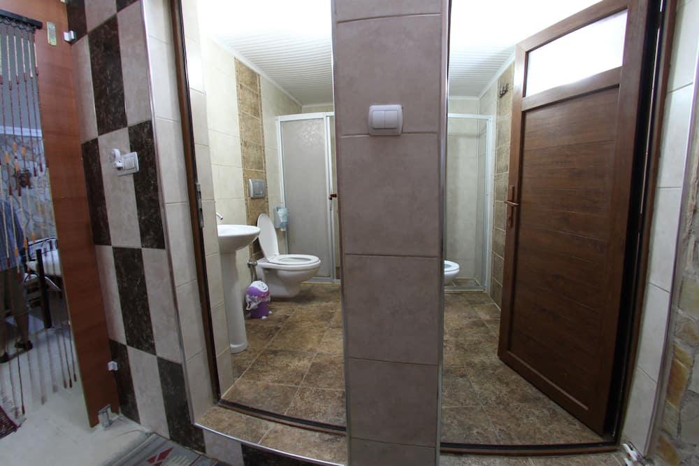 Delad sovsal - Basic - flera sovrum - 2 badrum - bottenvåning - Badrum