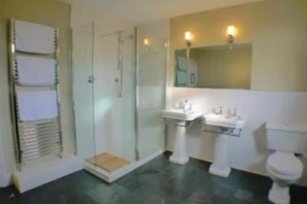 Номер с 2 односпальными кроватями, общая ванная комната - Ванная комната