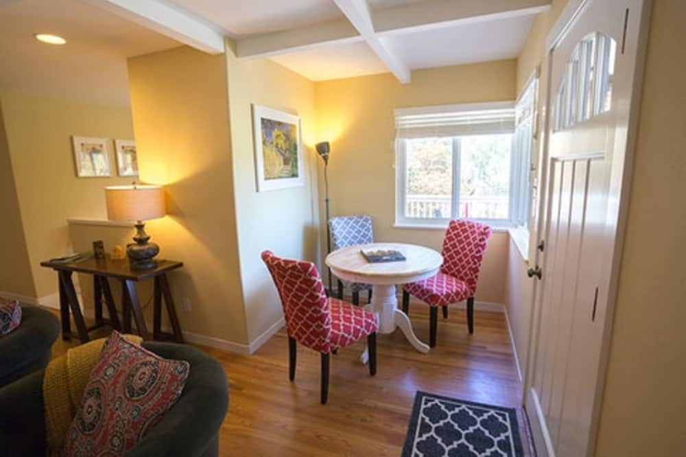 House, 2 Bedrooms, Balcony, Mountain View - In-Room Dining