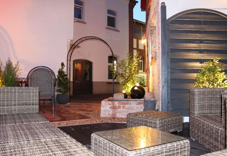 Pension Zur Sonne, Poppenhausen, Courtyard