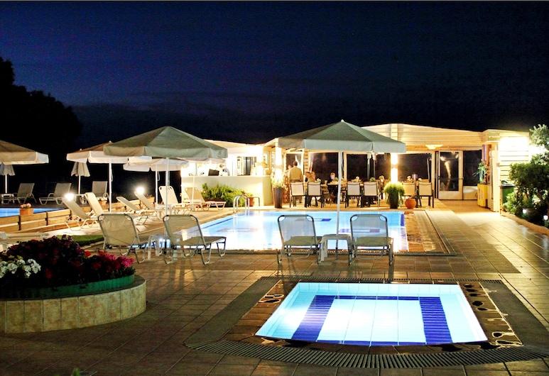 Esperides Apartments, Χανιά, Εξωτερική πισίνα