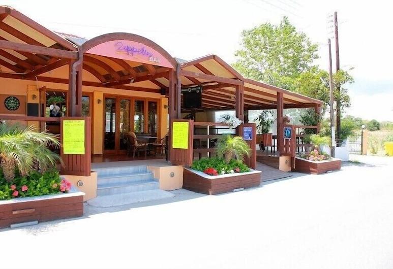 Macedonia Hotel, ซาเคนทอส, บาร์