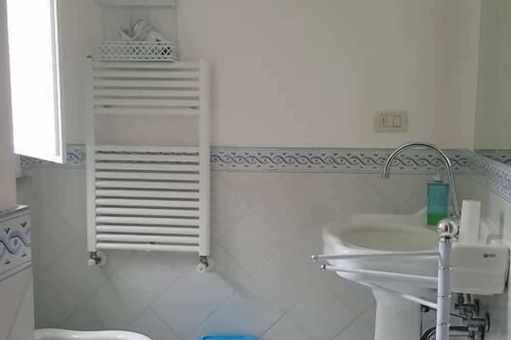 Premium tweepersoonskamer, Uitzicht op zee - Badkamer