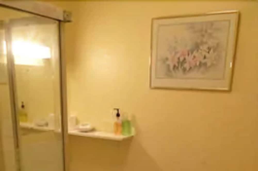 Standartinio tipo dvivietis kambarys (2 viengulės lovos), 2 viengulės lovos - Vonios kambarys