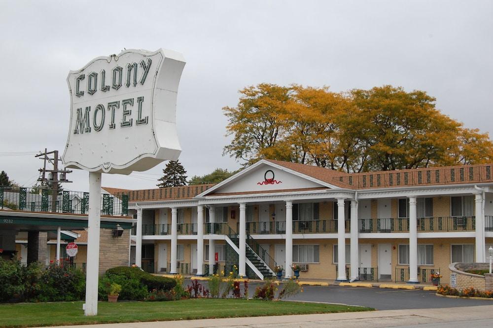 Colony Motel Brookfield