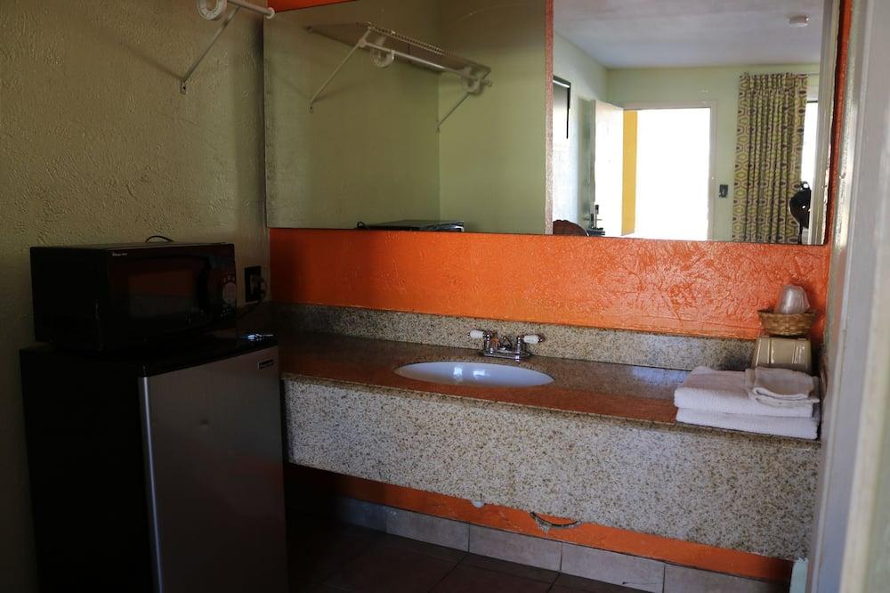 經濟單人房, 1 張特大雙人床, 吸煙房 - 浴室