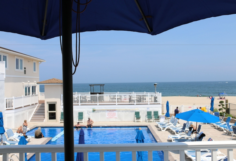 The White Sands Oceanfront Resort & Spa, Point Pleasant Beach, Oceanfront, 2 Rooms, 2 Queen and 1 Queen Murphy Bed, Balcony, Guest Room