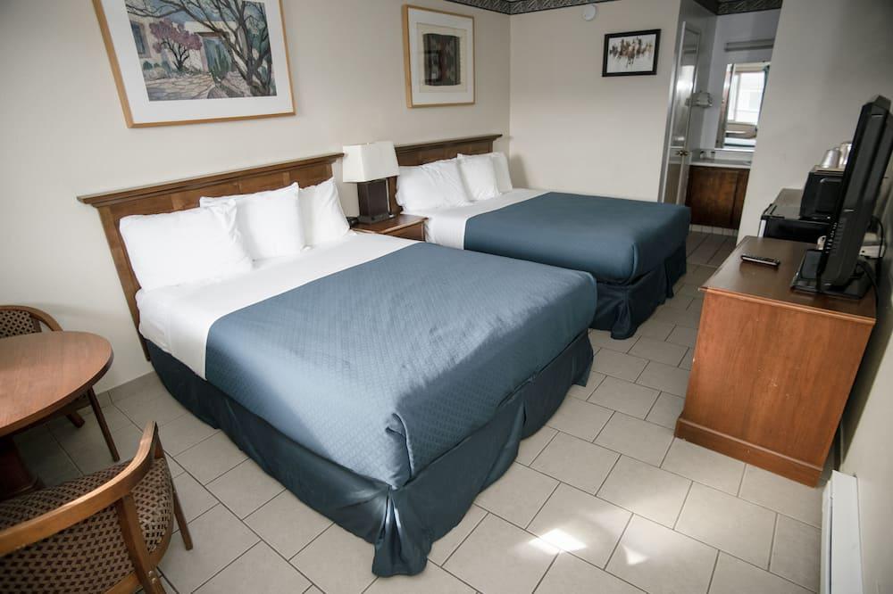 Kambarys, 2 didelės dvigulės lovos - Svečių kambarys