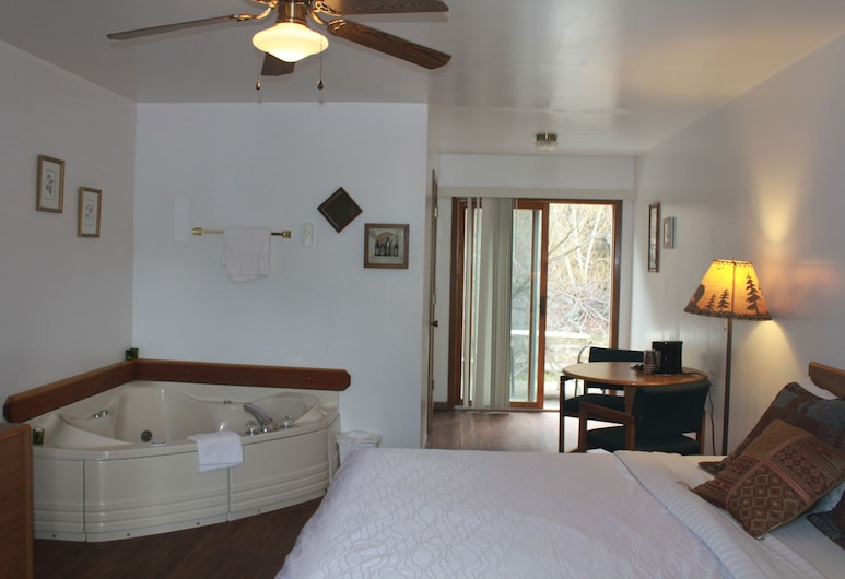 The Brookside Motel, Keystone, Executive Suite, 1 King Bed, Jetted Tub, Canal View, Guest Room
