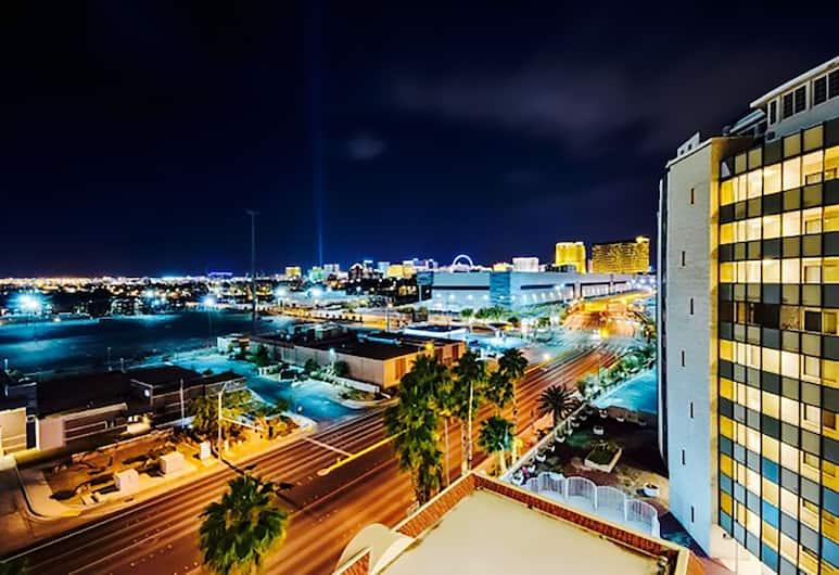 888 Convention Center 1 Bedroom Condos, Las Vegas, Executive korter, 1 magamistoaga, rõduga, vaade linnale, Vaade toast