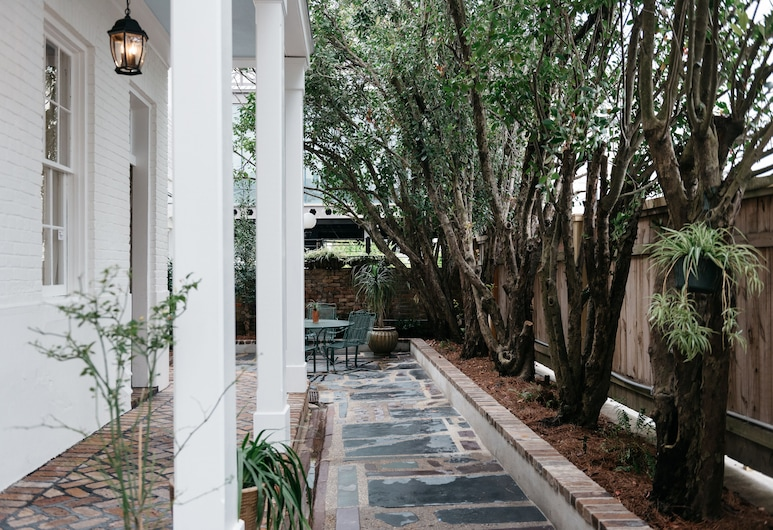 Henry Howard Hotel, New Orleans, Courtyard