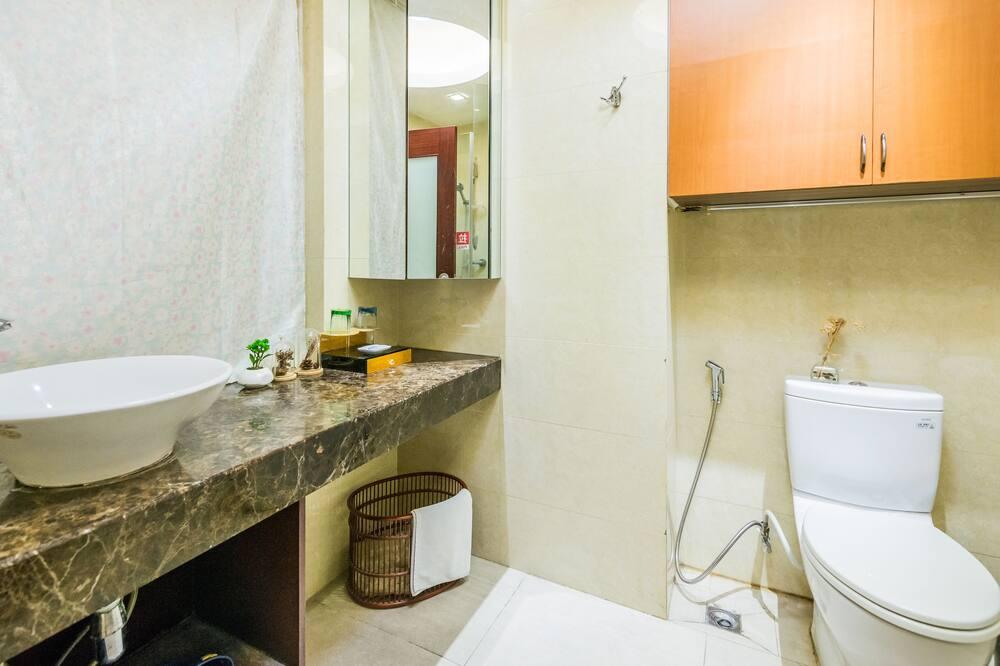 Liukso klasės kambarys, 2 viengulės lovos (Distant View) - Vonios kambarys