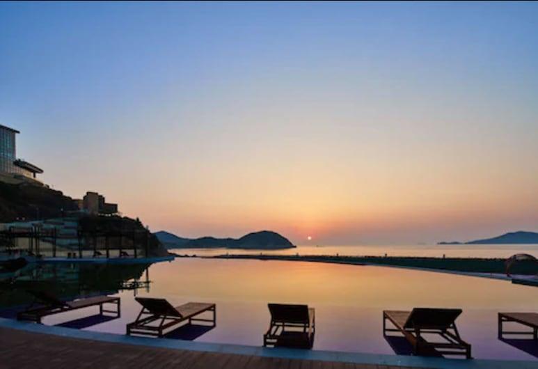 Crowne Plaza Ningbo Xiangshan Sea View, an IHG Hotel, Ningbo, Uima-allas