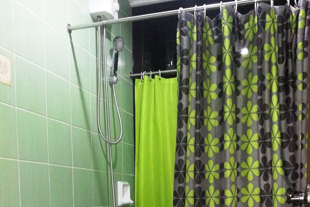Huone (Rita Andrea) - Kylpyhuone