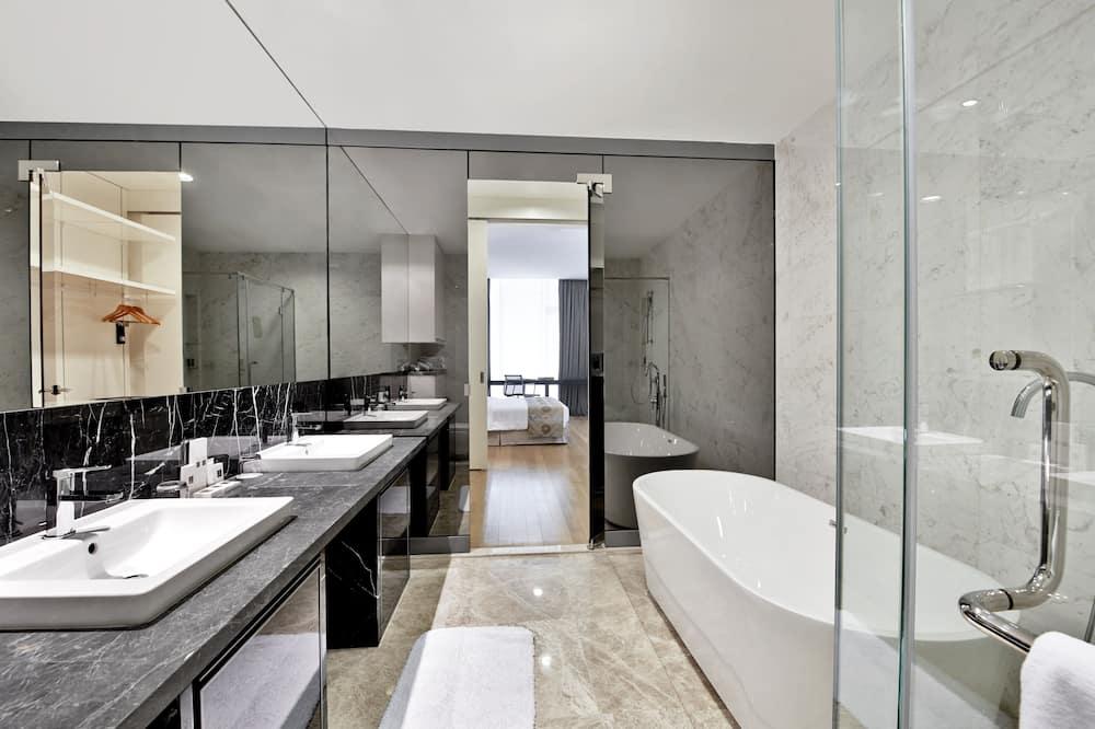 Premier Room, 2 Bedrooms - Bathroom