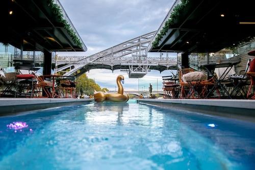 巴黎塞納河畔飯店/