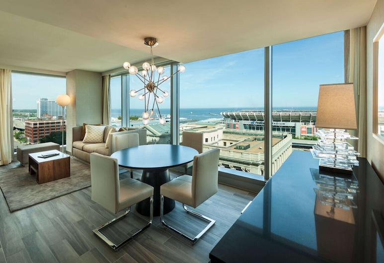 Hilton Cleveland Downtown, Cleveland, Suite, 1 King Bed, Accessible (Ambarssador, Hearing Access), Living Area