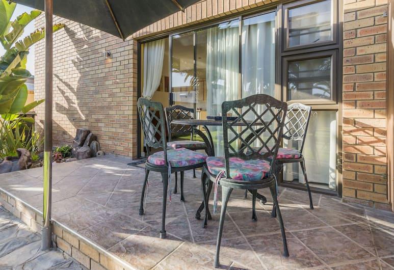 Chala Kigi Self Catering, Swakopmund, Classic Apartment (Chala-Kigi Garden Apartment), Terrace/Patio