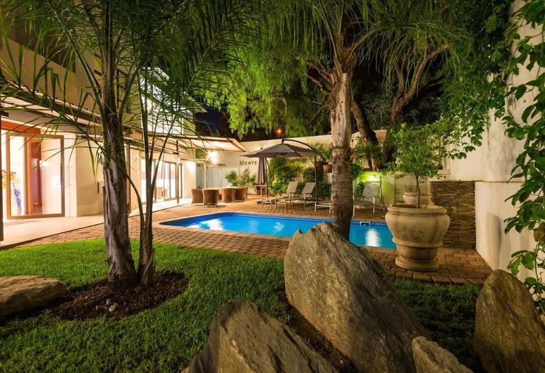 Montebello Guesthouse, Windhoek, Sundlaug