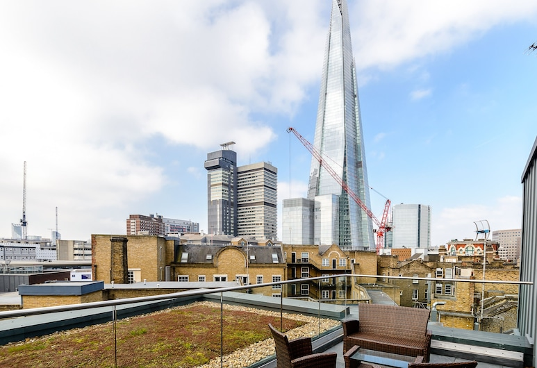 London Bridge – Tooley St, London, Terrace/Patio