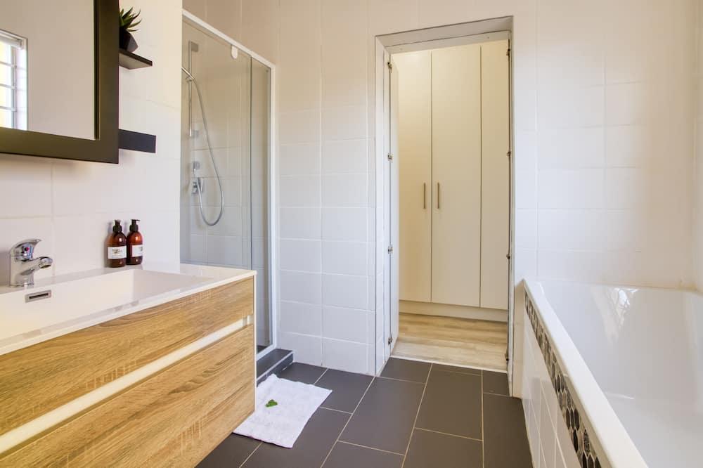 Kamar Double atau Twin Keluarga, 2 kamar tidur, pemandangan kebun - Kamar mandi