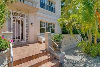 Picture of Lincoln Road Suites by YouRent Vacations in Miami Beach