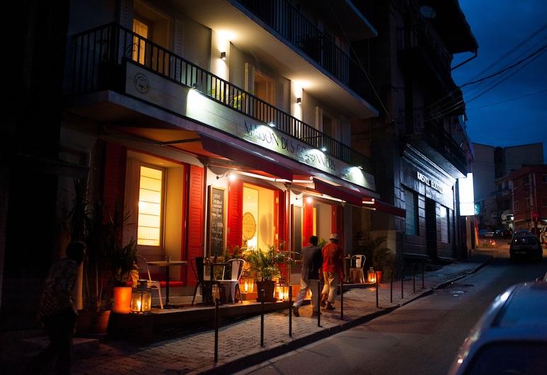 Hotel Maison des Cotonniers, Antananarivo, Hotel Front – Evening/Night