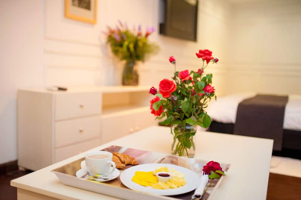 חדר זוגי - אזור אוכל בחדר