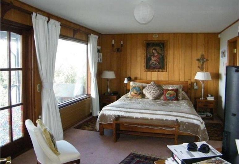 Famko, Puerto Varas, Casa superior, 4 habitaciones, vista a la laguna, Habitación