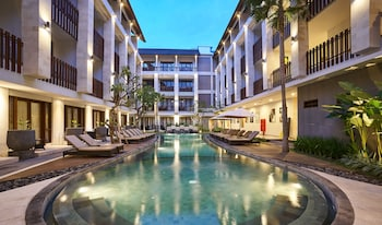 クタ、グランド ラ ワロン ホテルの写真