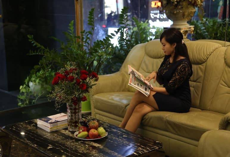 Happy Land Hotel, Hočiminovo mesto, Priestory na sedenie v hale