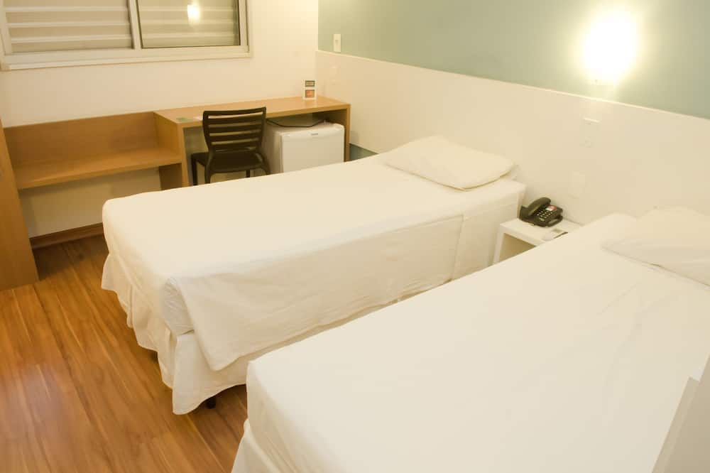 Standaard Twin kamer, 2 eenpersoonsbedden, Toegankelijk voor mindervaliden, Uitzicht op de stad - Kamer