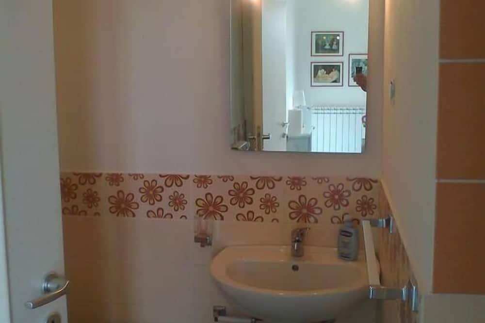 Üç Kişilik Oda, Deniz Manzaralı - Banyo